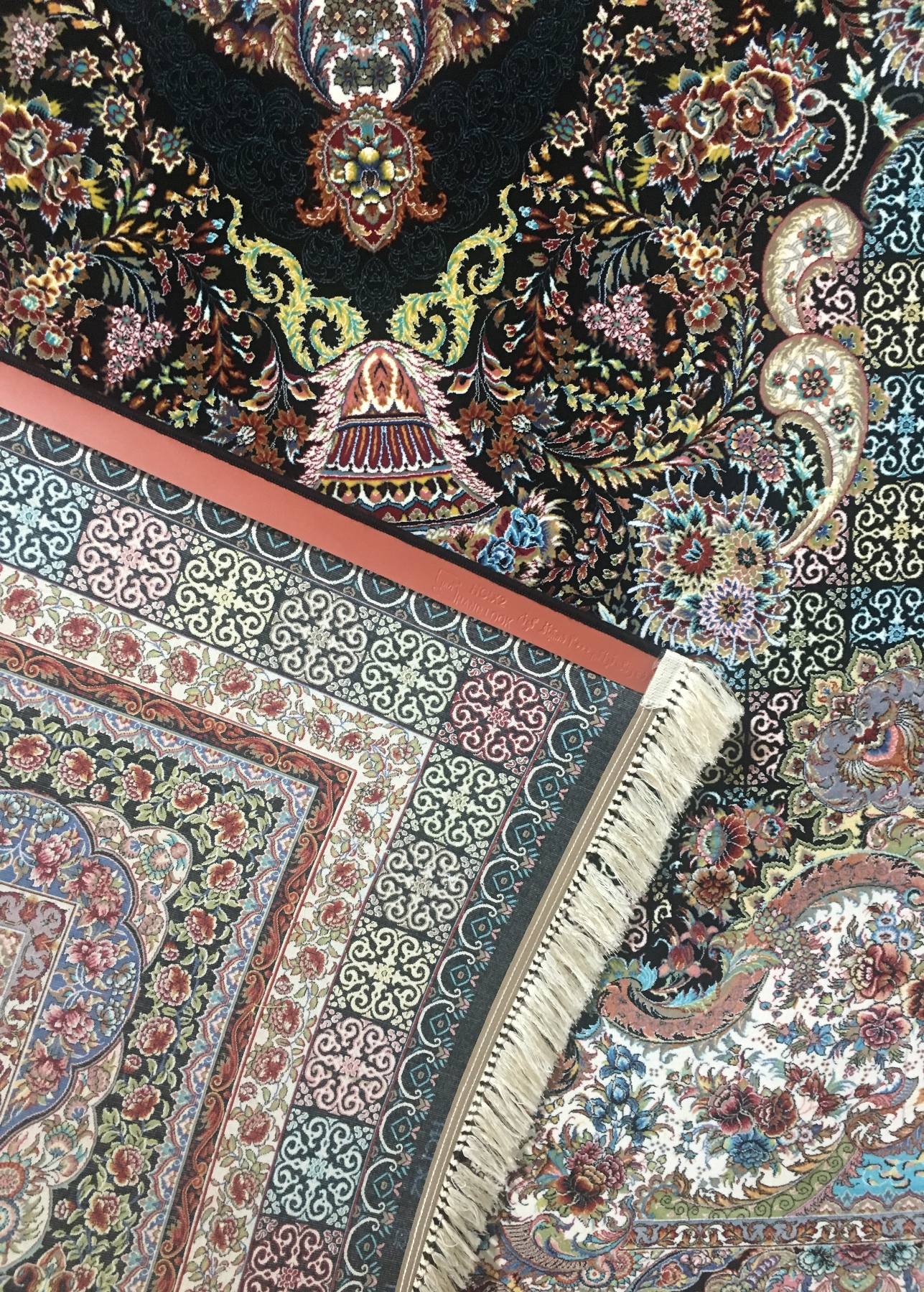 فرش ۱۰۰۰ شانه تراکم ۳۰۰۰ طرح تندیس سرمه ای پشت فرش