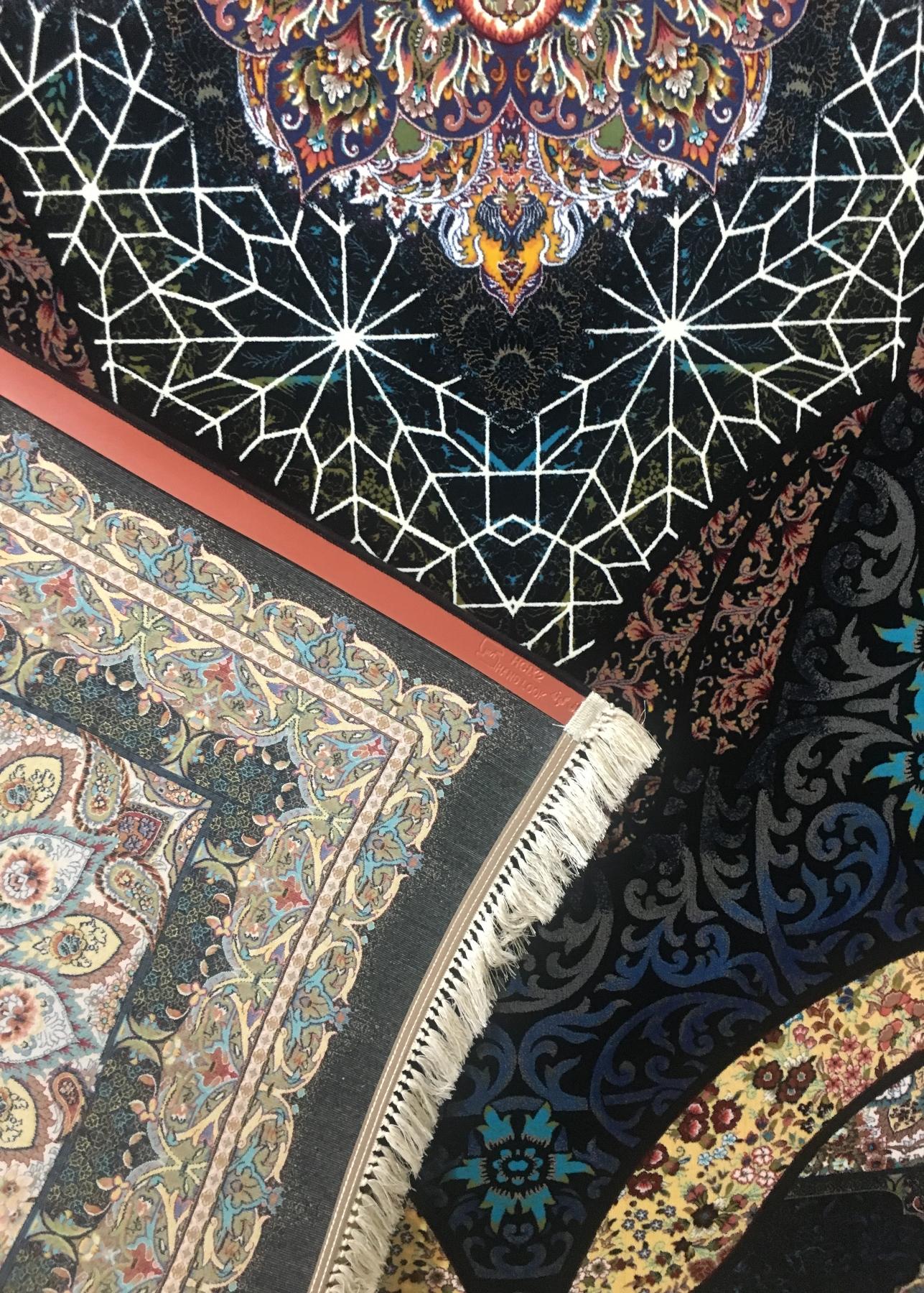 فرش ۱۰۰۰ شانه تراکم ۳۰۰۰ طرح شه بانو رنگ سرمه ای پشت فرش