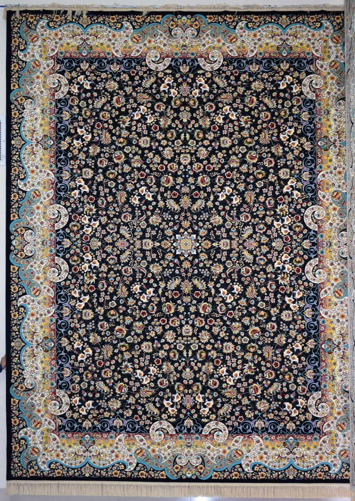 فرش کاشان-۱۲۰۰ شانه طرح میگل